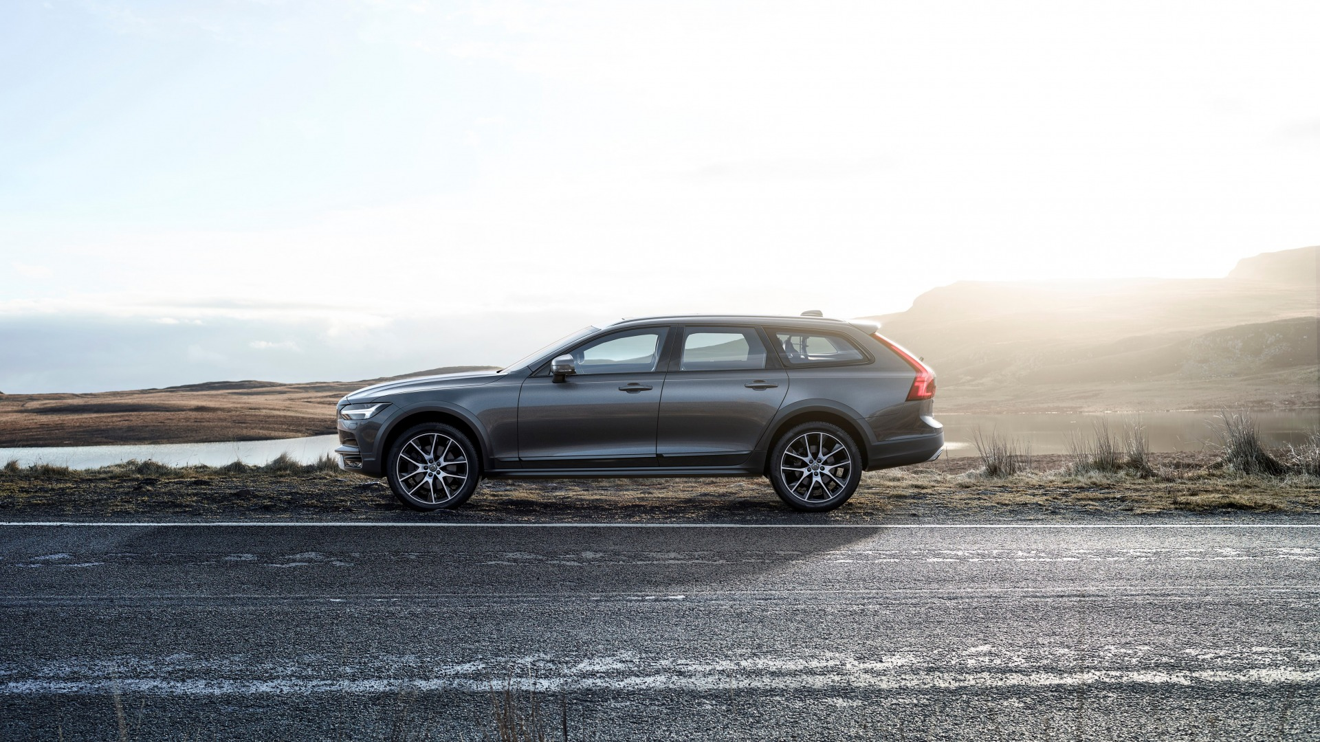 Cross Country, V90, Silver, 2017, Road, Drive