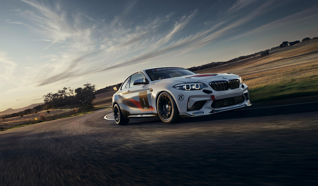Обои BMW M2 CS Racing (1024x600)